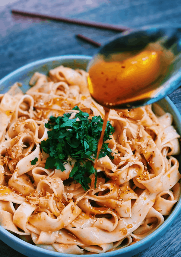 Spicy Garlic Peanut Noodles – ONLY 5 Minutes!