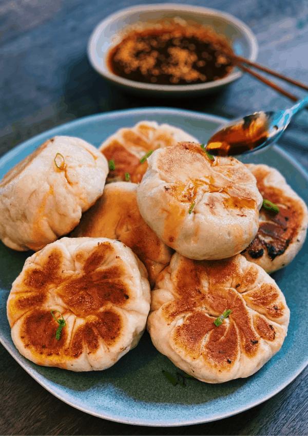 Pan-Fried Vegetable Buns – 水煎包 (Shui Jian bao)